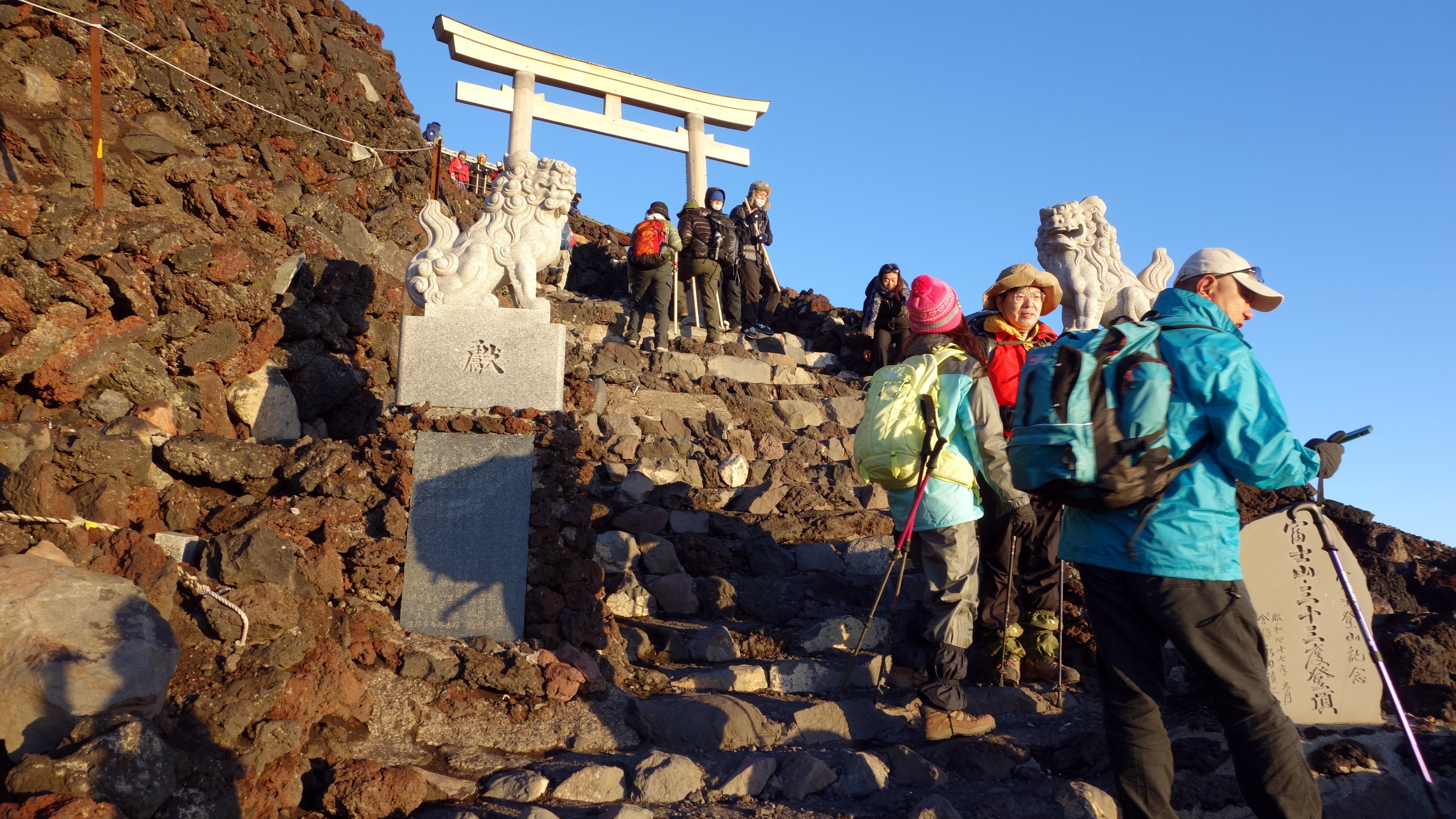 20140806 222842 fujisan greeting torii