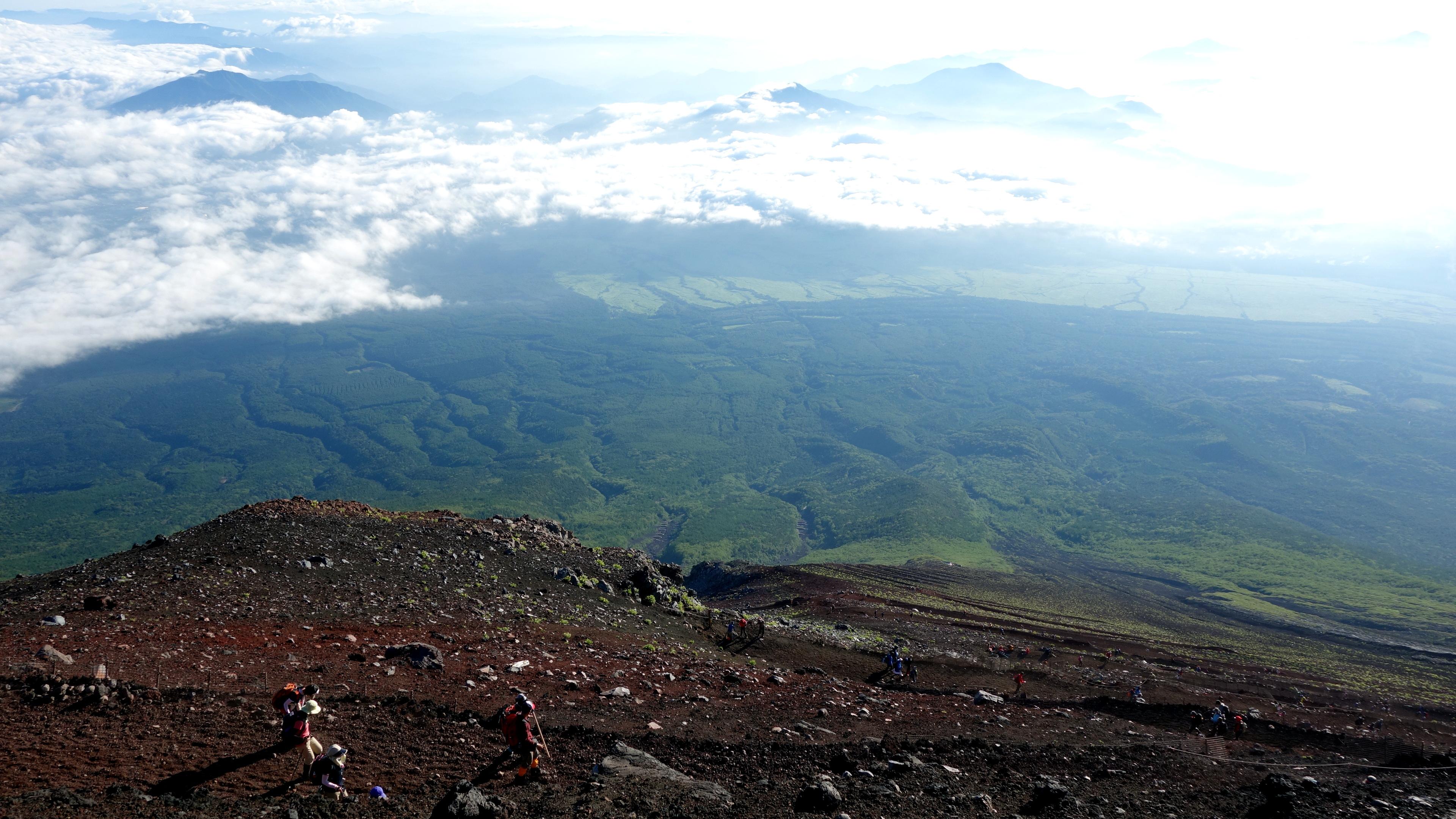 20140806 233210 fujisan descending climbers
